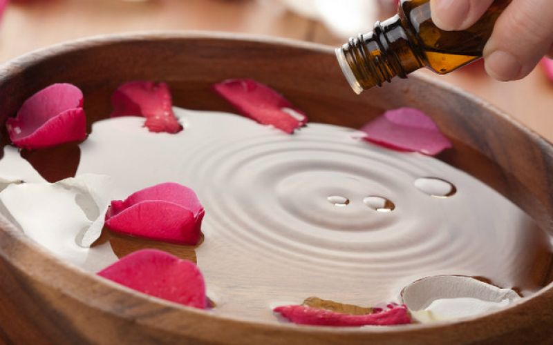 Aromatotherapy, papyrus and holistic health