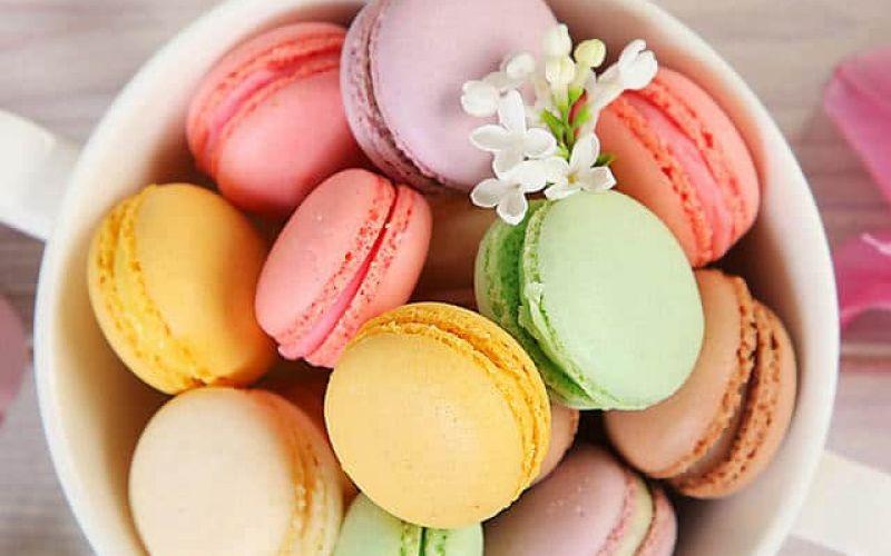 """Super""-colored  Macarons"