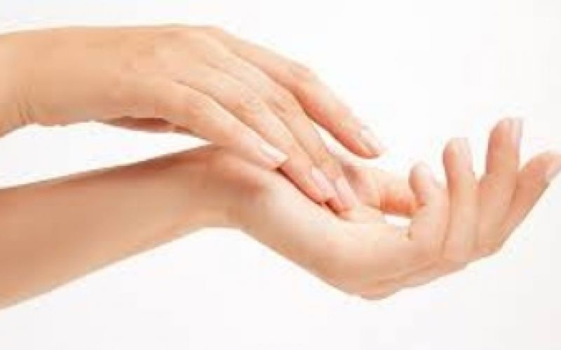 4 steps to moisturize the damaged skin of your hands