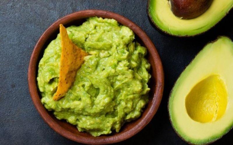 How to quickly make a delicious guacamole!